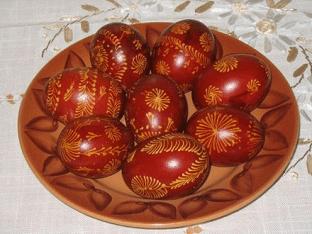 Как красить яйца на Пасху в луковой шелухе?