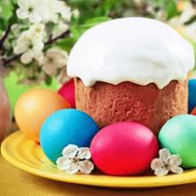 Как появились обычаи красить яйца и печь куличи