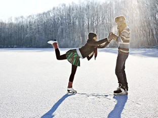 Развлечения зимой – фигурное катание на катке