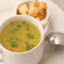 Куриный бульон: действительно ли помогает при простуде?
